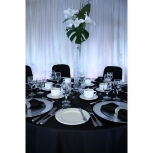Table décoré en noir et blanc