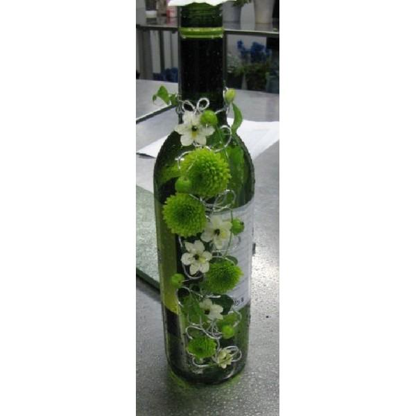 d coration de bouteille de vin fleuriste vert. Black Bedroom Furniture Sets. Home Design Ideas