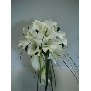 Bouquet en lys et callas blancs