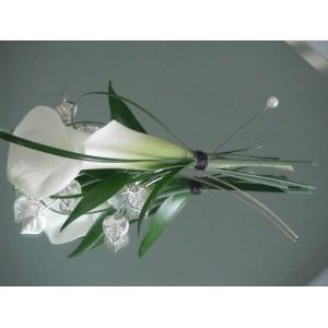 Boutonnière de mini-calla blanc